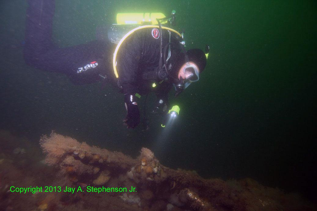 Diver examineing the Heroine Wreck